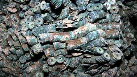 Нашли огромный клад старинных монет