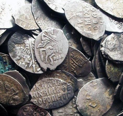 Клады монет чешуи