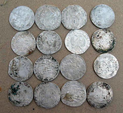 Небольшой клад монет периода 17 века