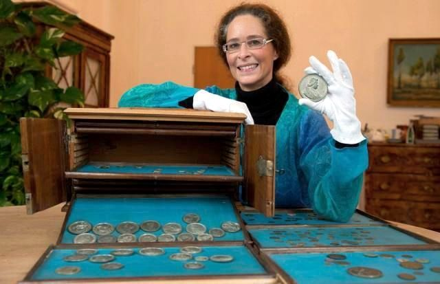 Коллекция уникальных монет из немецкой библиотеки, 2011 год.