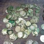 Фотографии клада монет