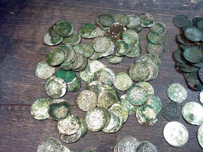 Клад серебряных монет xvi века времен вкл :: находки кладов.