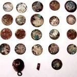 Фотография клада серебряных дирхемов с монисты