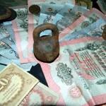 Фотографии найденного клада бумажных денег