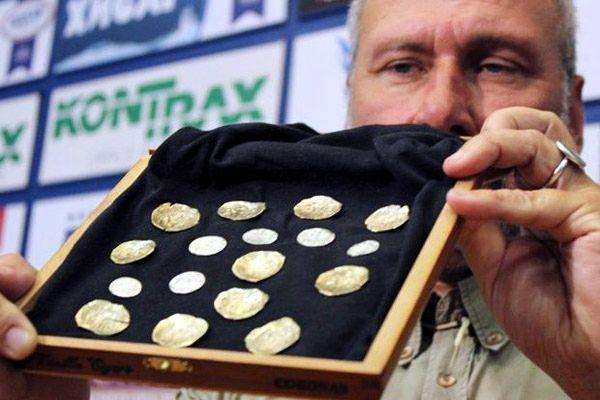 Найден клад золотых и серебряных монет в туалете