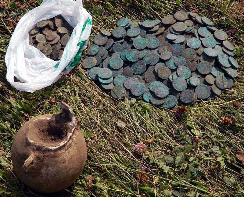 К первому виду относятся сокровища, которые содержат большое количество денежных средств и были спрятаны на длительный срок.
