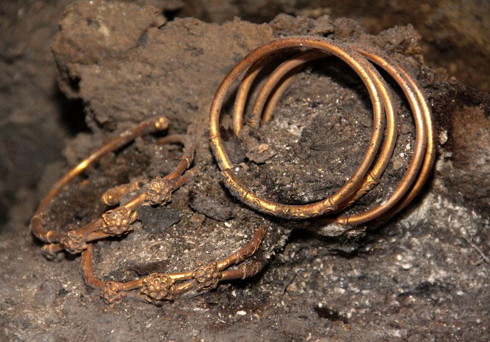 Золотые сокровища из фракийского захоронения в Болгарии