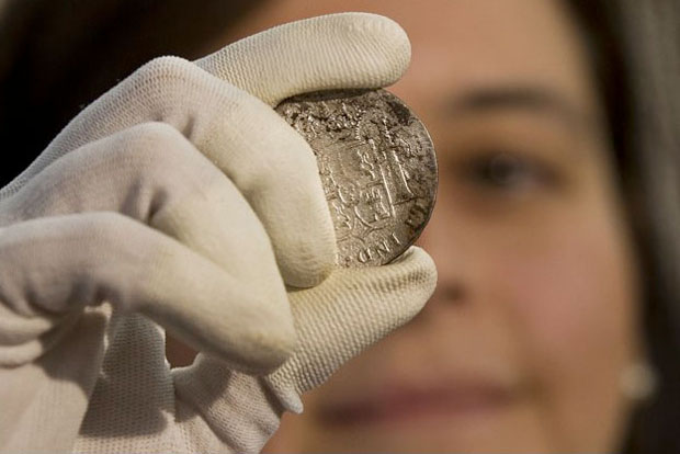 В Испании показали клад с затонувшего корабля с сокровищами