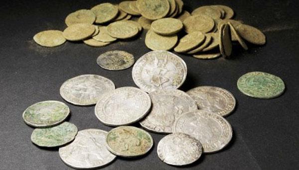 Клад серебряных монет XVII в. нашли в Швеции