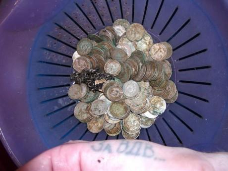 За ВДВ…а не это же клад монет небольшого номинала