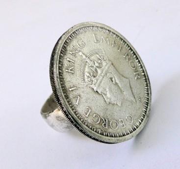Правильные гайки или перстни с монетами