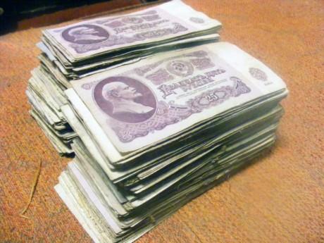 спрятаны банкноты на сумму около 50 000 советских рублей