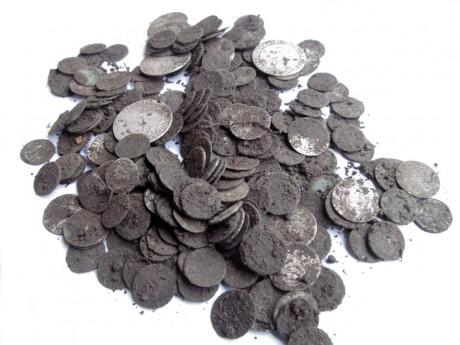 Кошелек серебряных монет XVI-XVII веков