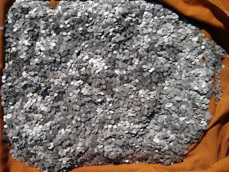кладоискатель из Румынии нашел клад с казной в котором было 47 000 турецких серебряных монет