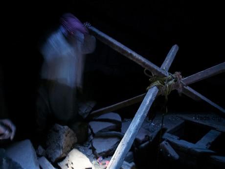 Работа под землей очень опасным, мало света и есть опасность обрушения ствола шахты