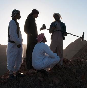 Поскольку полиции в пустыне почти не осталось, искателям стало намного проще искать, не опасаясь преследования