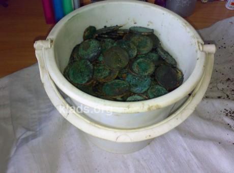 Клад монет в берестяном лукошке