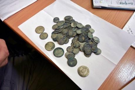 Нашли клад XVII века во время прокладки кабеля