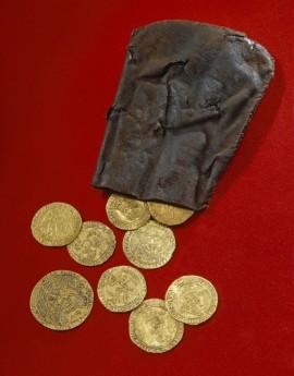 Золотые монеты с Мэри Роуз