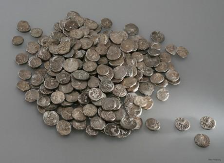 Клад состоящий из 293 серебряных кельтских монет.