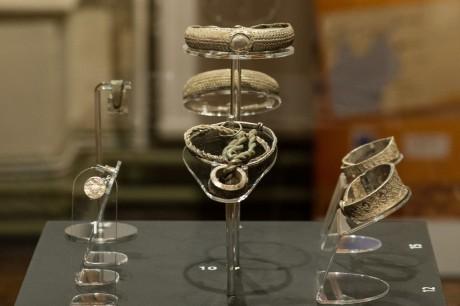 Клад серебряных украшений викингов