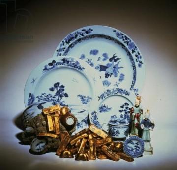 Фарфоровые и золотые слитки от Нанкин-грузовые, грузопассажирские судового Geldermalsen голландской Ост-Индской компании, затонувшего 1752 в Южно-Китайском море ..