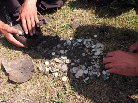 найден клад монет