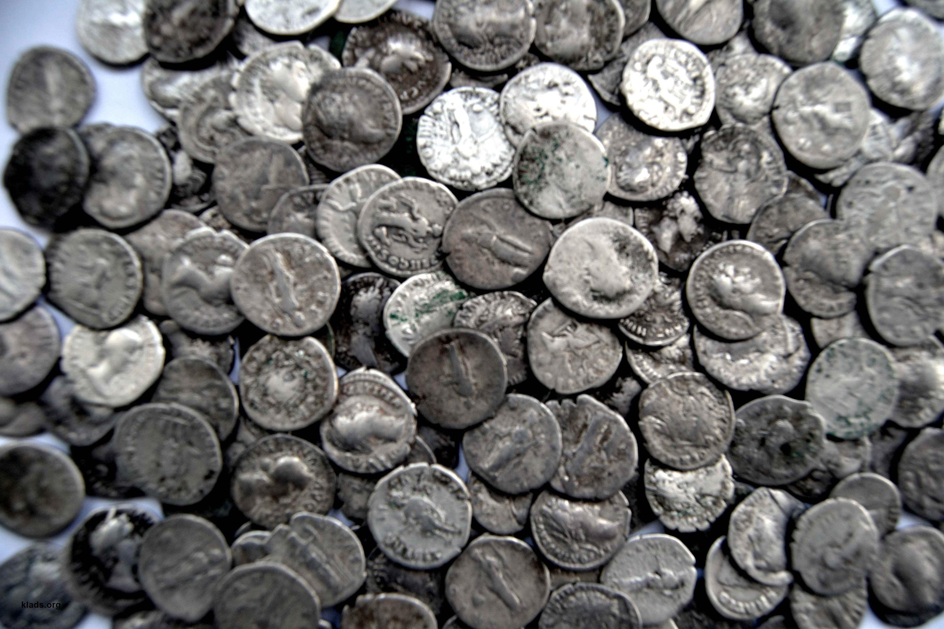 http://klads.org/wp-content/uploads/2015/05/hoard-Roman-coins.jpg