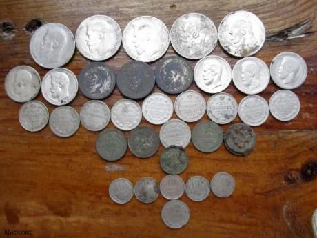 Клад монет в горшочке