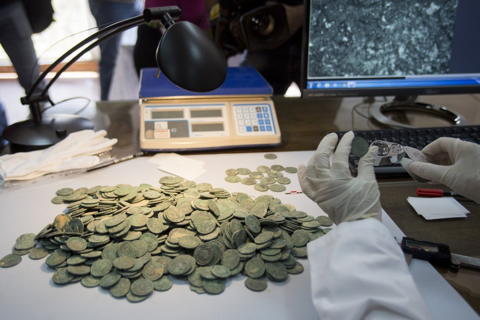 Супер клад в 600 кг римских монет :: находки кладов.