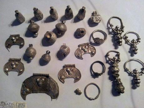 Клад женских серебряных украшений