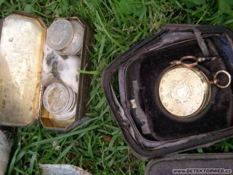 """""""Два стакана"""" или клад золотых украшений и серебряных монет"""