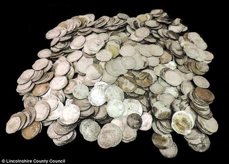 Клад в 1000 серебряных монет времен гражданской войны нашли в Англии