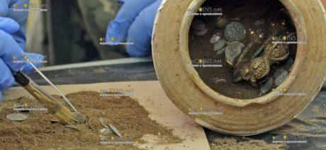 Нашли клад из почти 1000 золотых, серебряных, медных и бронзовых предметов