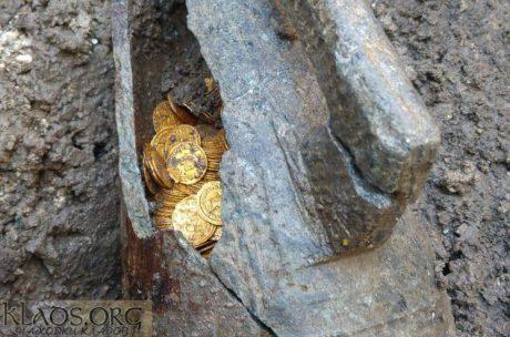 Кубок с римскими золотыми монетами